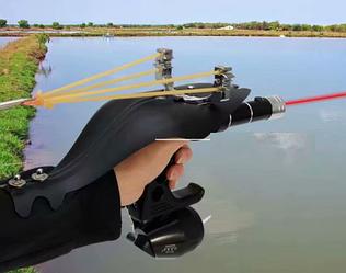 Рогатка для охоты за рыбой для боуфишинга с фонариком и накладкой на руку