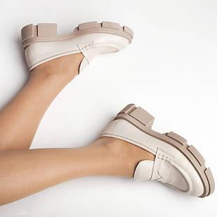 Лоферы женские 36-40 Woman's heel молочные кожаные на массивной подошве