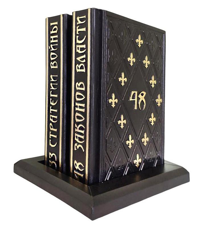"""Книги в шкіряній палітурці на шкіряному постаменті """"48 Законів влади"""" і """"33 Стратегії війни"""" Роберт Грін"""