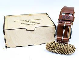 Кожаный ремень с гравировкой в деревянной коробке BT-42