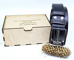 Кожаный ремень с гравировкой в деревянной коробке BT-43