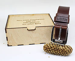 Кожаный ремень с гравировкой в деревянной коробке BT-44