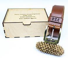 Кожаный ремень с гравировкой в деревянной коробке BT-46