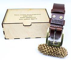 Кожаный ремень с гравировкой в деревянной коробке BT-47