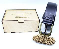 Кожаный ремень с гравировкой в деревянной коробке BT-48