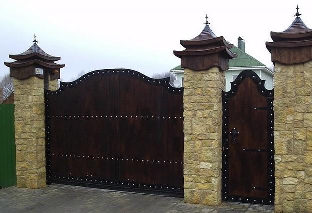 Кованые мастером ворота