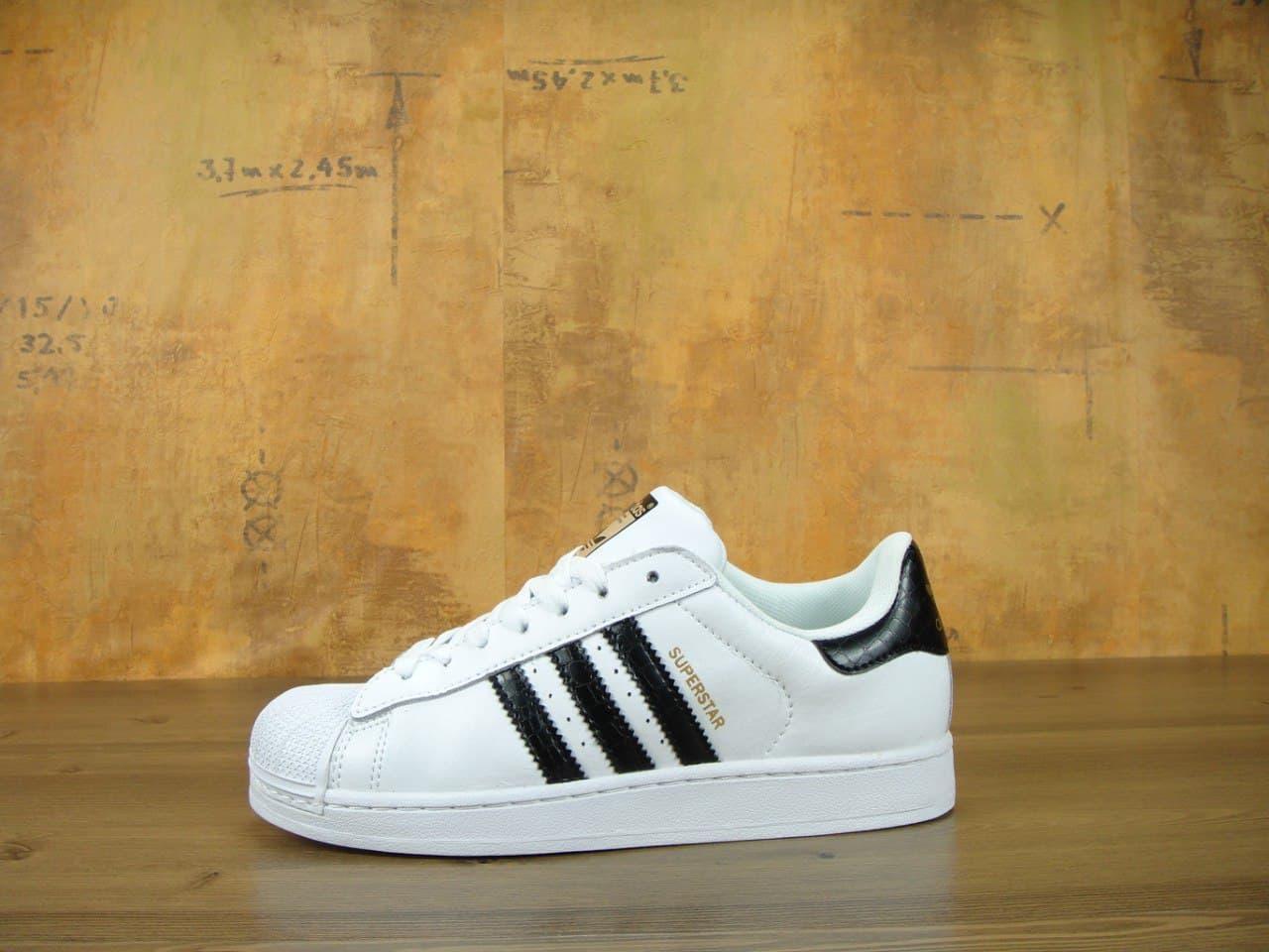 Жіночі кросівки Adidas superstar (білі з зеленим) К10838 якісна спортивні кеди