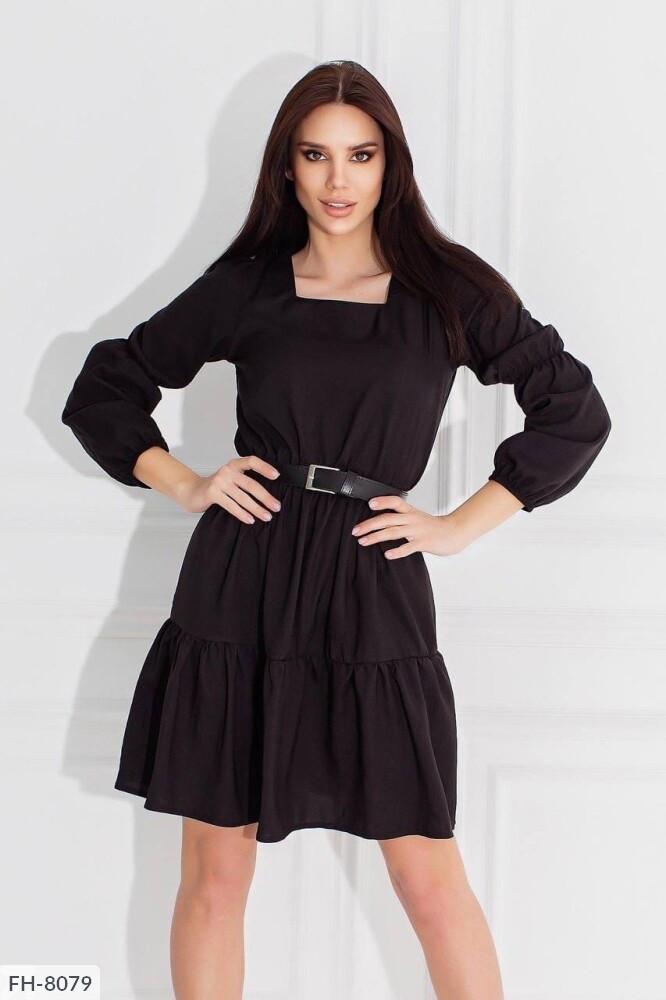 Платье с квадратной горловиной