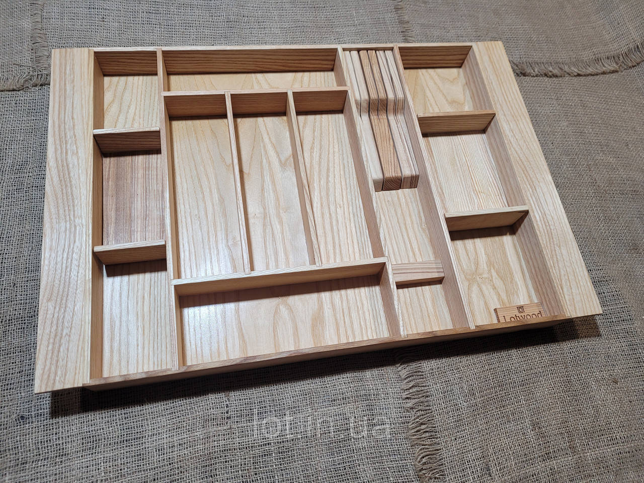 Лоток для столовых приборов LР3М2 569-660.450 ясень
