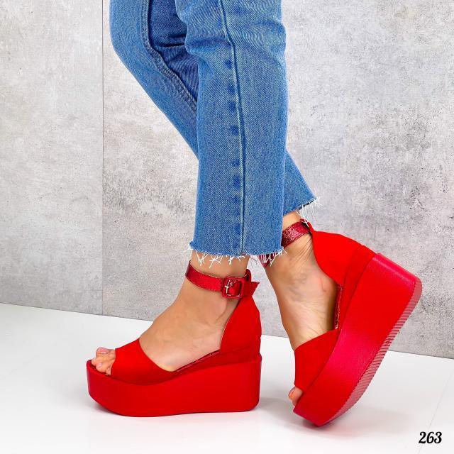 Босоніжки жіночі червоні еко-замша на платформі 9 см