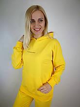 Жёлтый женский костюм