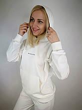 Белый спортивный  костюм