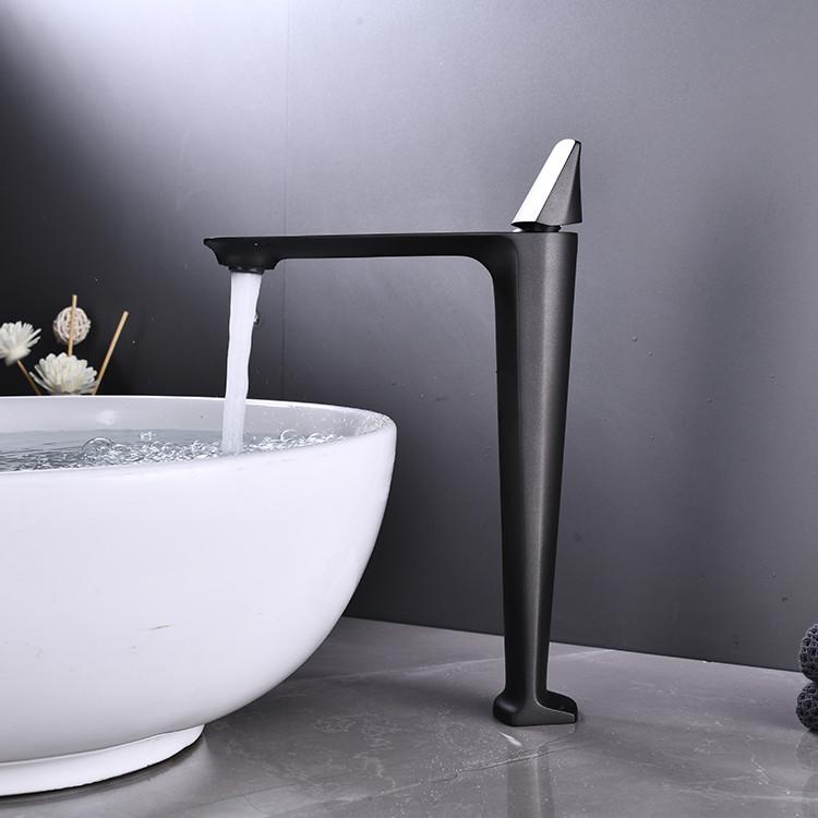 Змішувач дизайнерський для раковини, змішувач у ванну одноважільний WanFan люкс якості Чорний-хром