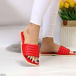 Трендові яскраві червоні зручні капці дутики жіночі шльопанці, фото 4