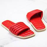 Трендові яскраві червоні зручні капці дутики жіночі шльопанці, фото 10