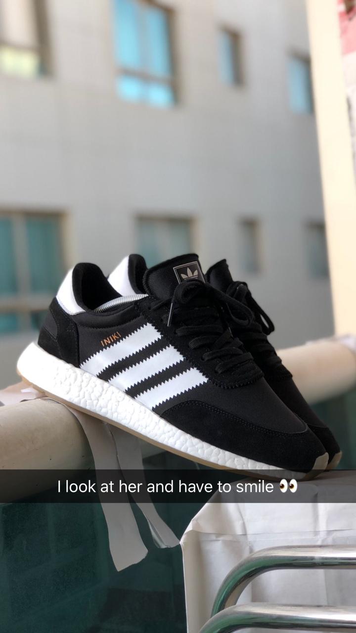 Женские кроссовки Adidas Iniki в стиле адидас иники Черные Белые (Реплика ААА+)