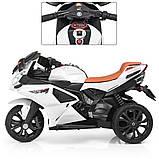 Дитячий триколісний електромобіль-мотоцикл на акумуляторі Bambi 3912 з шкіряним сидінням білий, фото 2