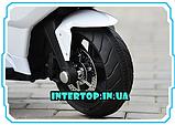 Дитячий триколісний електромобіль-мотоцикл на акумуляторі Bambi 3912 з шкіряним сидінням білий, фото 7