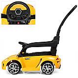 Детский электромобиль-толокар 2 в 1 с ручкой и кожаным сиденьем Porsche  M 3592L желтый, фото 6