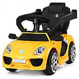 Детский электромобиль-толокар 2 в 1 с ручкой и кожаным сиденьем Porsche  M 3592L желтый, фото 7
