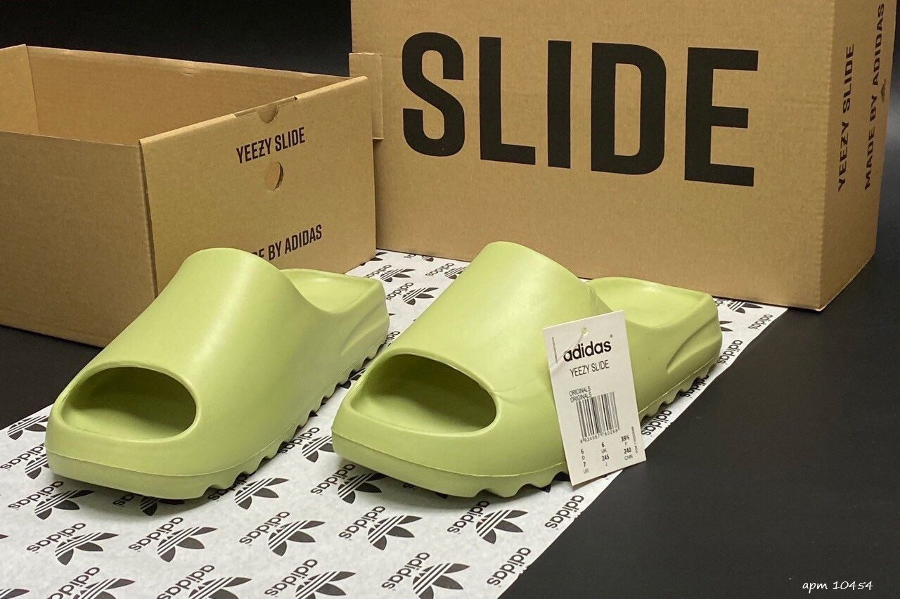 Мужские шлепки Adidas Yeezy SLIDES (салатовые) B10457 крутые летние тапочки