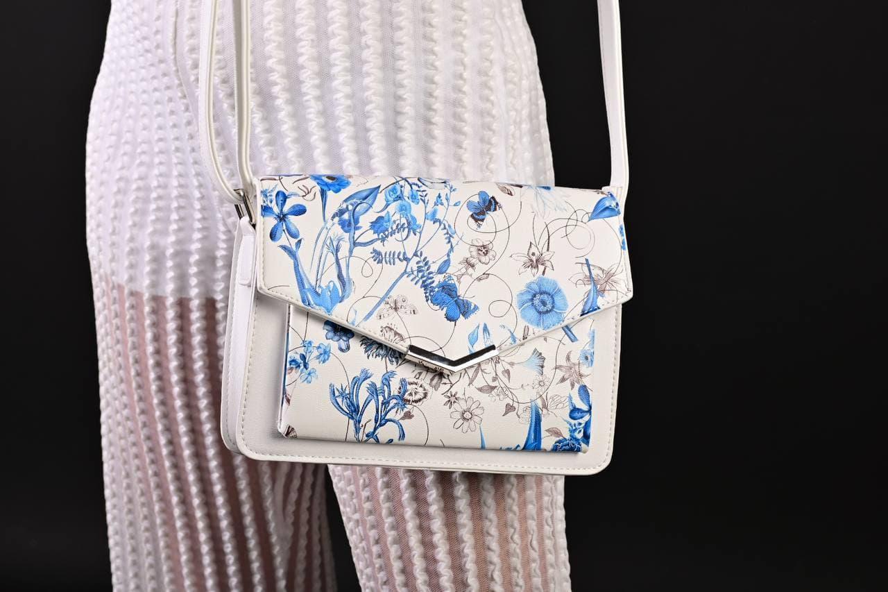 Женская белая сумка с цветочным принтом код 7-8004