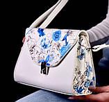 Женская белая сумка с цветочным принтом код 7-8001, фото 2
