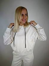 Трикотажный белый костюм