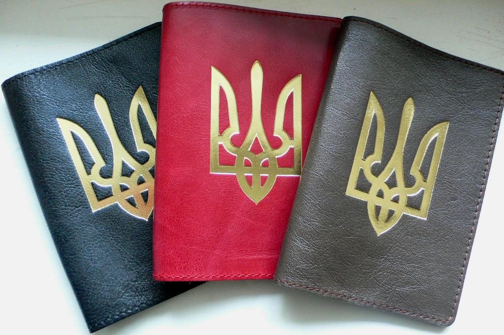 Кожаная обложка на паспорт -Тризуб тиснение золотом -120 грн. цвета: черный, коричневый, красный, бордовый.