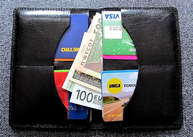 """Кожаная обложка на паспорт """" VIP 3 в 1"""" Для паспорта, прав, карт и денег"""" цена 220 грн. (вид изнутри)"""