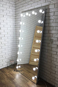 """Визажное зеркало безрамочное наполольное гримерное зеркало в полный рост """"Майя"""" 173х80 см. 18 штук, дневного света 4000К, цоколь Е14, по 4 Ват каждая лампа"""