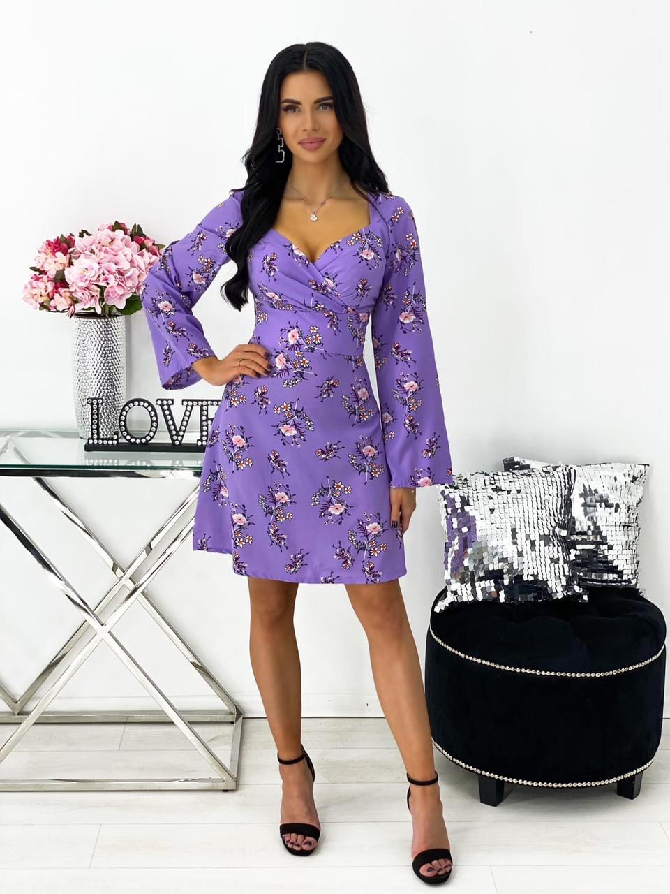 Короткое приталенное платье с цветочным принтом