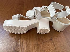 Зручні стильні босоніжки на високій підошві, Білий, фото 2