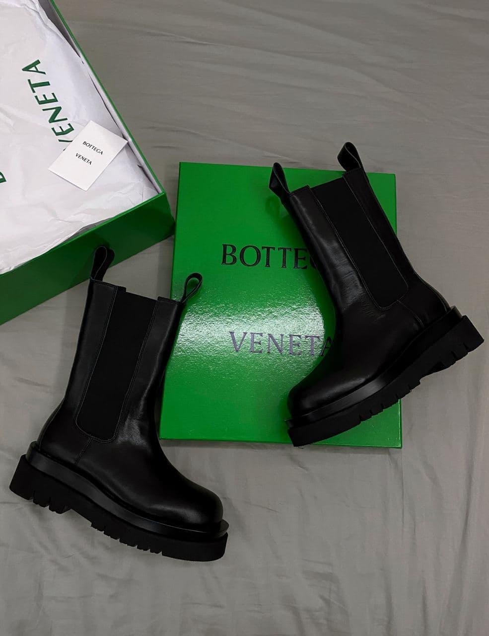 Жіночі черевики 𝐁𝐨𝐭𝐭𝐞𝐠𝐚 𝐕𝐞𝐧𝐞𝐭𝐚 𝐁𝐥𝐚𝐜𝐤