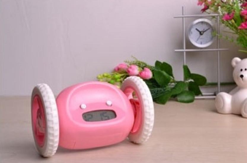 Тікає будильник на коліщатках Pink
