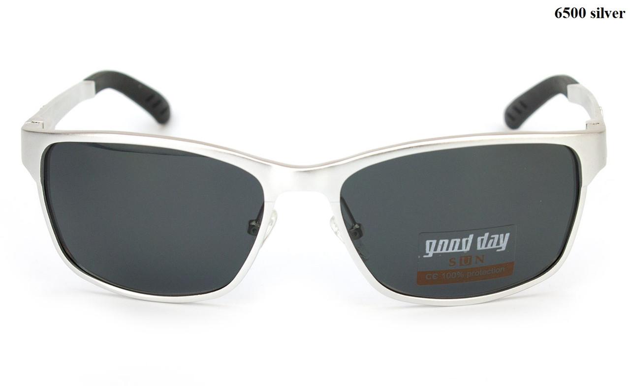 Серебристые солнцезащитные очки из алюминия