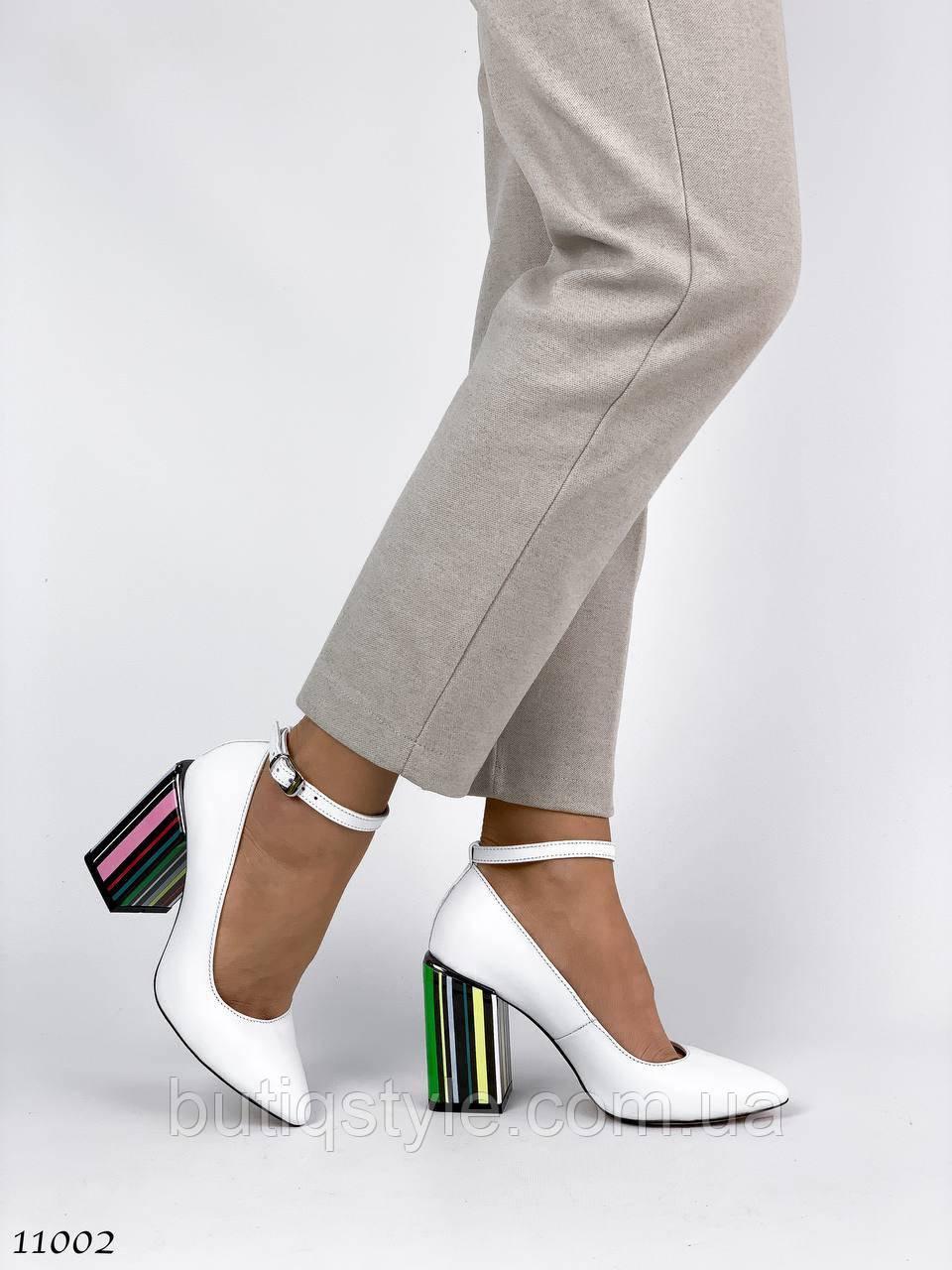 Женские белые туфли с ремешком натуральная кожа, яркий каблук