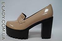 Лакированные бежевые туфли на платформе