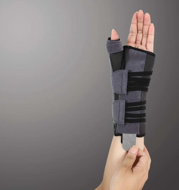 Бандаж для лучезапястного сустава и суставов большого пальца с анатомическими шинами Ortop EH-404 (правый)