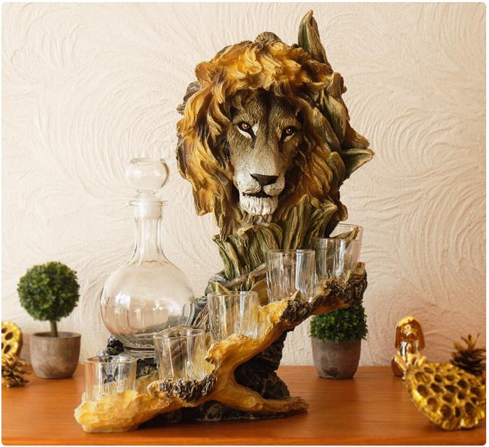 """Подарочный коньячный набор """"Голова льва"""" стеклянный графин и 6 стопок на подставке из полистоуна"""