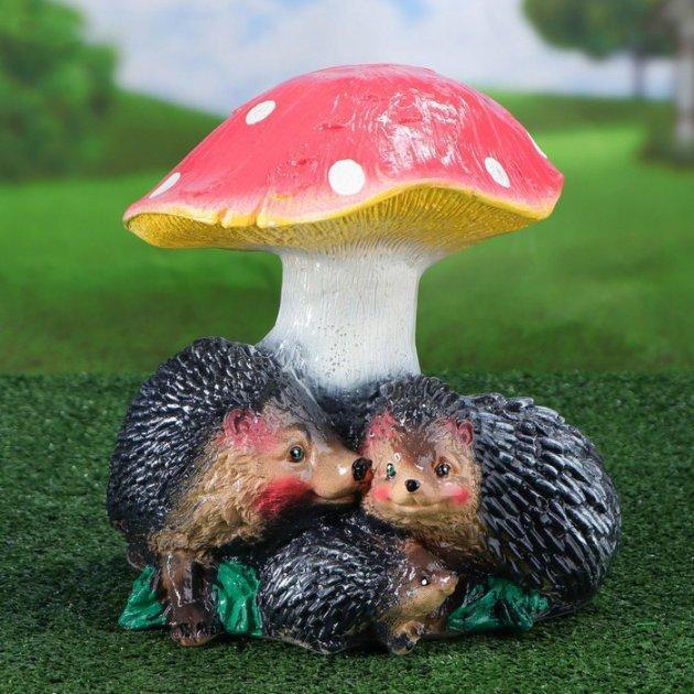 """Садовая фигура """"Семья ежей под грибом"""" 26см."""