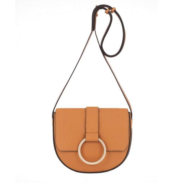 Coccinelle Cross Body Bag медового цвета вид спереди