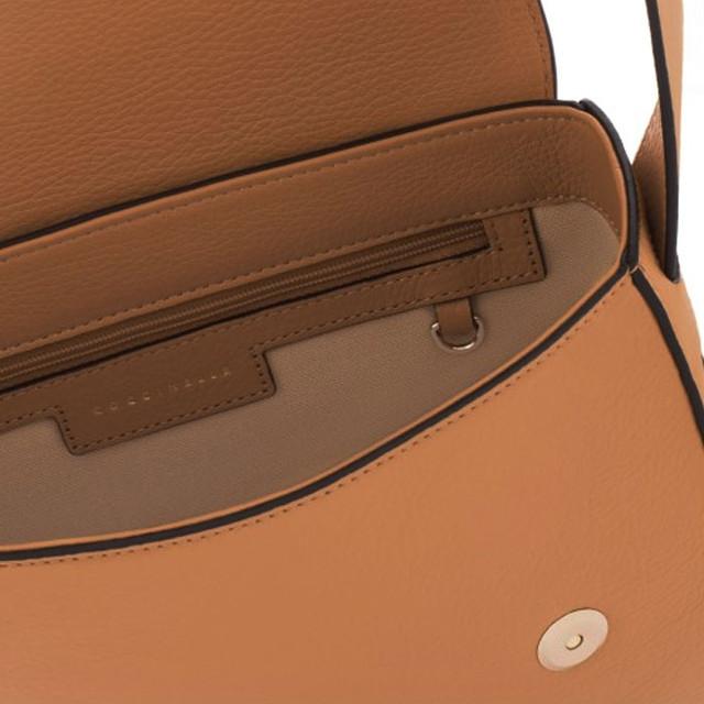 Coccinelle Cross Body Bag медового цвета внутреннее устройство