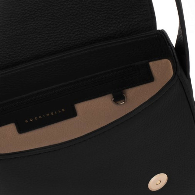 Coccinelle Cross Body Bag черного цвета внутреннее устройство