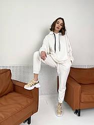 Белый женский спортивный костюм для отдыха