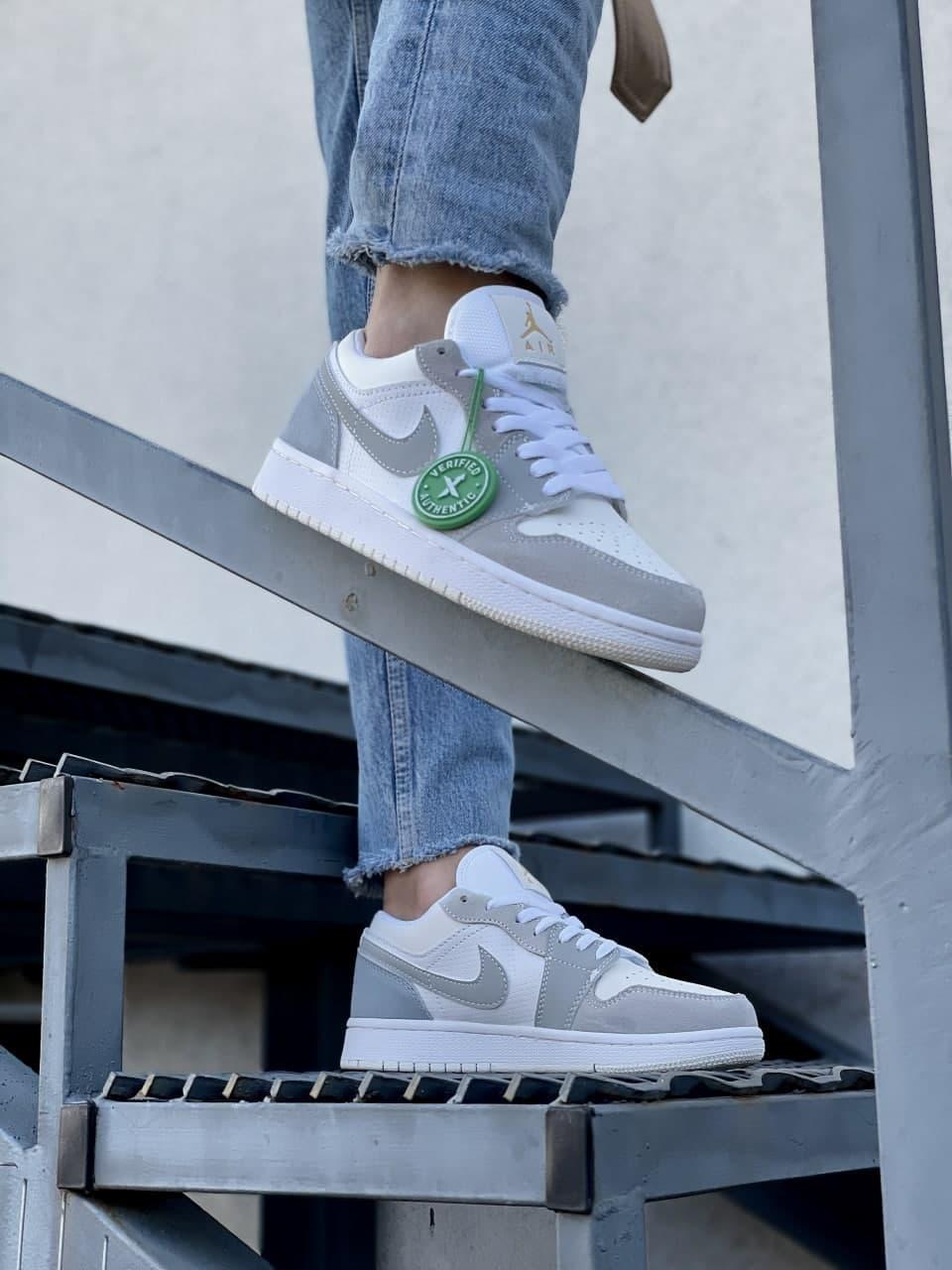 Жіночі кросівки Nike Air Jordan 1 Low (білий з бірюзовим) J3276 жіночі демісезонні кроси