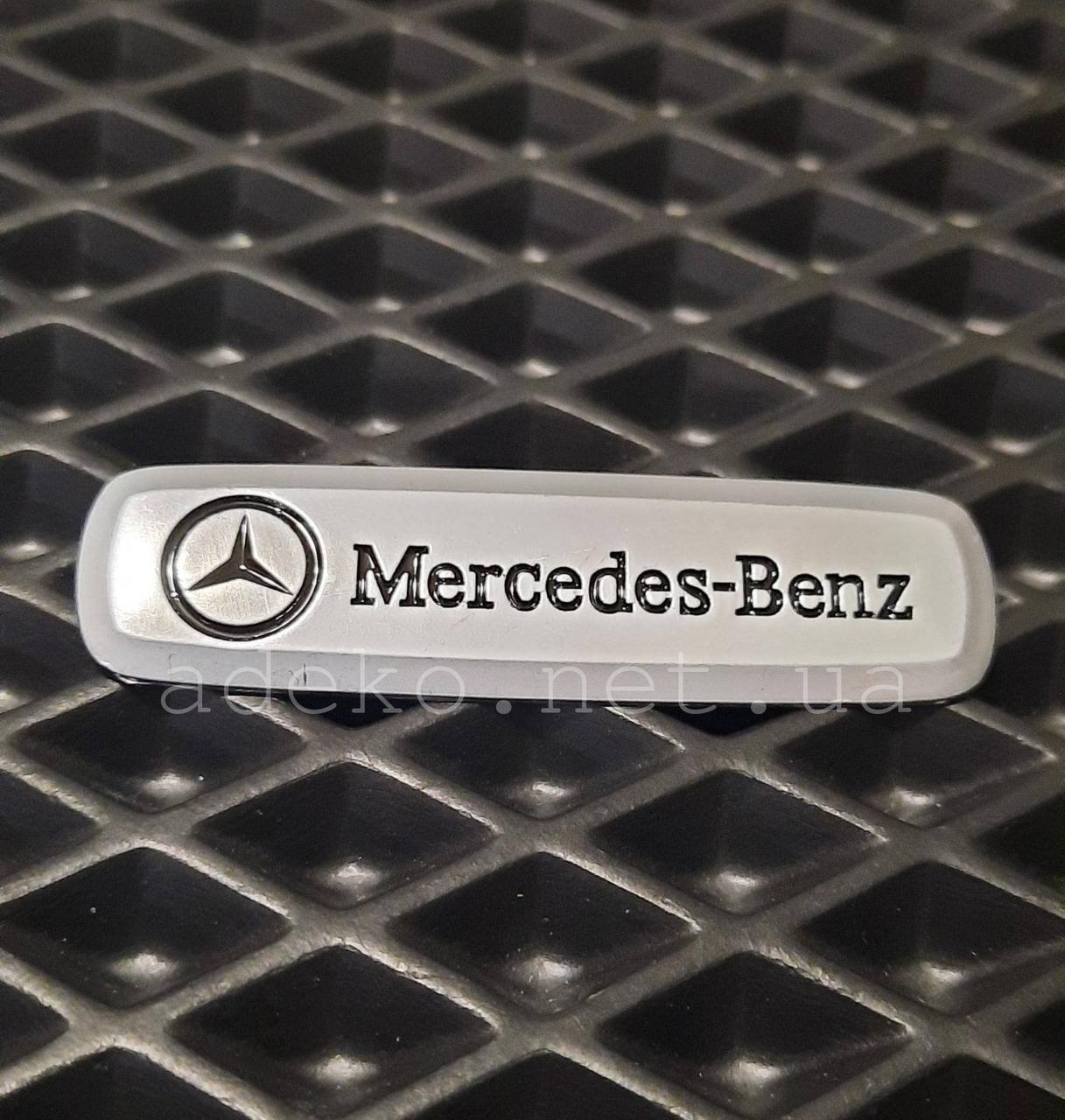 Автомобільний логотип Mercedes-Benz шильдик на авто килимок,