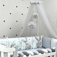 Балдахин для детской кроватки с помпонами серый