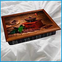 Поднос на подушке BST 44*36 коричневый кофейный кофемолка Листья и зерна на столике