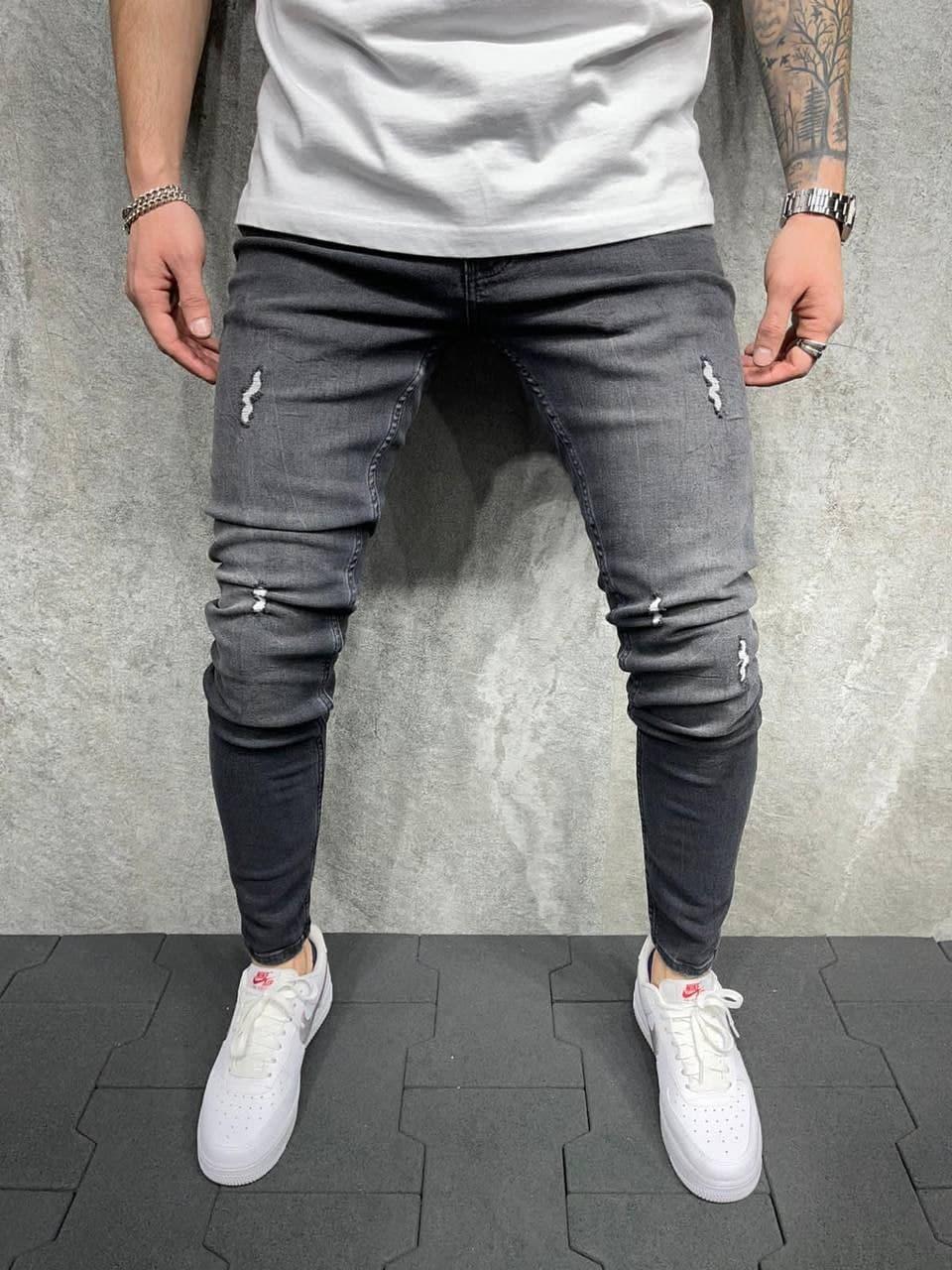 Чоловічі завужені джинси темно-сірого кольору з потертостями
